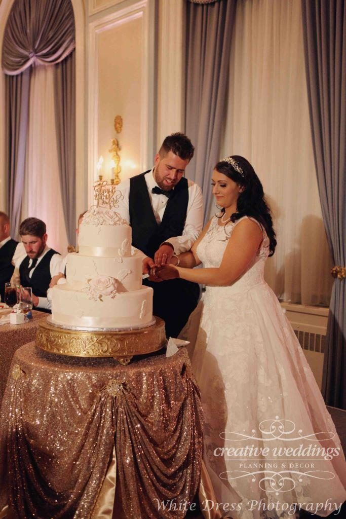 Calgary Wedding Planner, Creative Weddings Planning & Design, Fairmont Palliser Wedding, Calgary Real Wedding, YYC Wedding, Calgary Summer Wedding, Blush pink and champagne gold, luxury wedding, elegant wedding, cake cutting, Palliser Wedding cake, White Dress Photography
