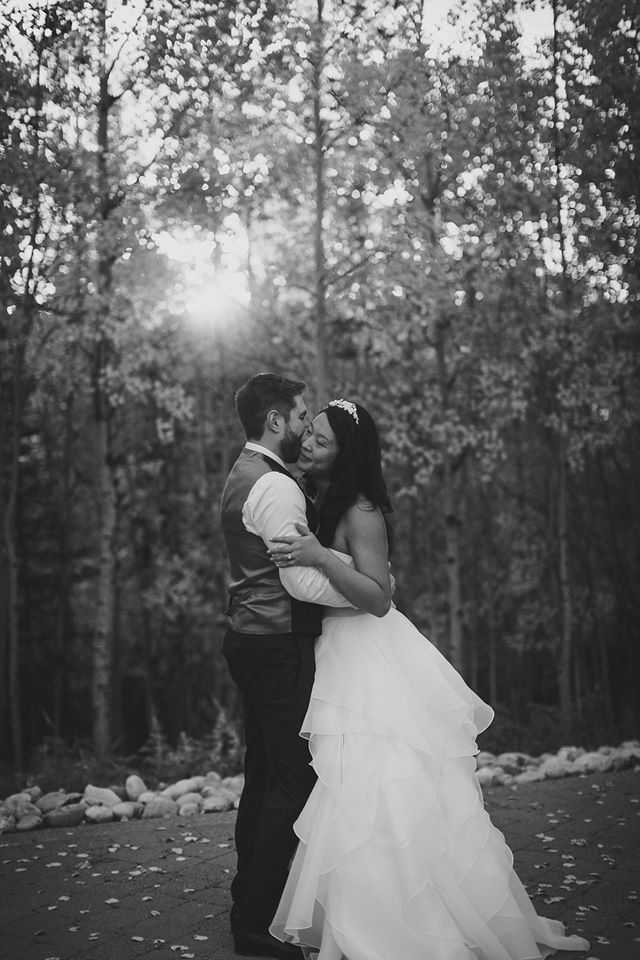 Azuridge Wedding, Creative Weddings Planning & Design, Calgary Wedding Planner, Event Wedding, Fall Wedding, Wedding Planner in Calgary, Newlyweds, Azuridge Wedding Newlyweds